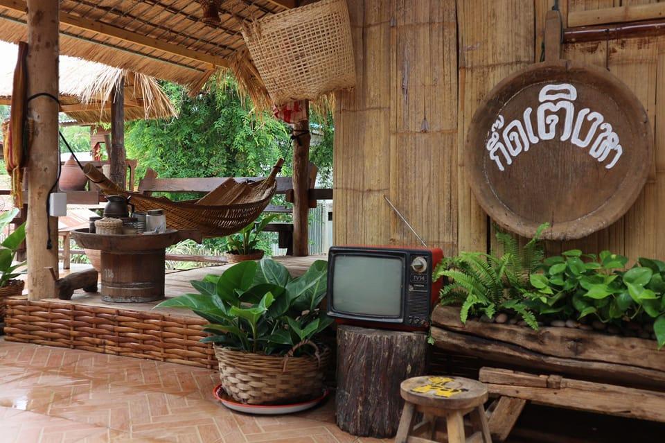 บ้านยกพื้นสูง ทรงไทยโบราณย้อนยุค ตกแต่งด้วยของเก่าสะสม รุ่นคุณปู่คุณย่า