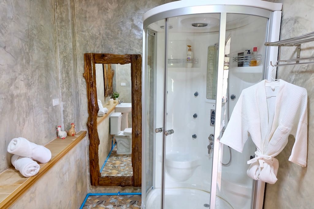 ห้องน้ำผนังปูนเปลือย