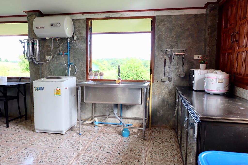 ห้องครัวผนังปูนเปลือย