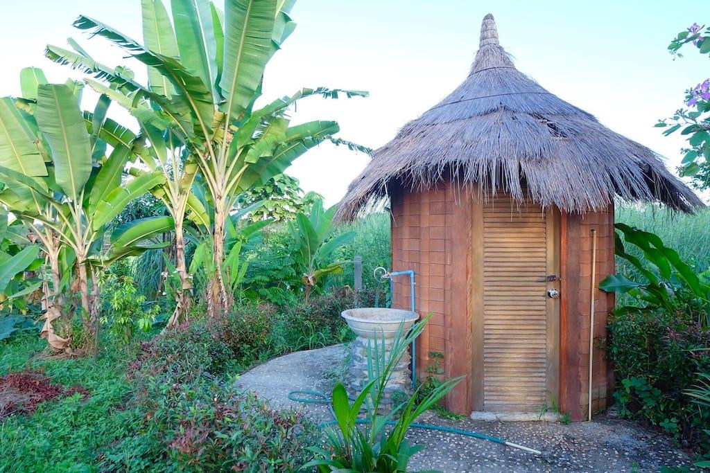 ห้องน้ำในสวน