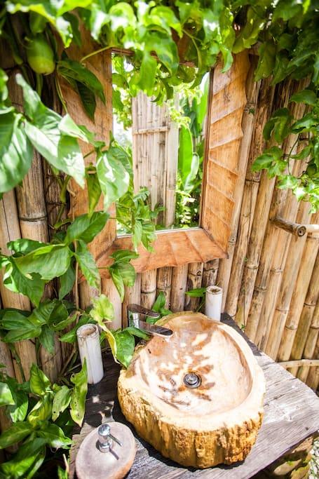 รีสอร์ทไม้ไผ่ทรงโดม วิวทุ่งนา และธรรมชาติที่สวยงามของบาหลี