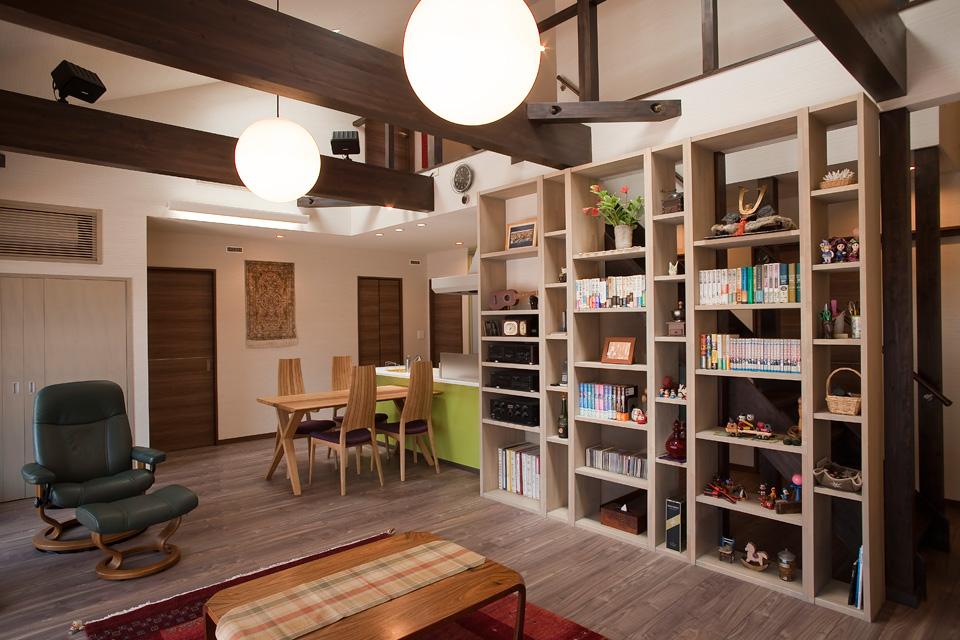 แบบบ้านสไตล์ญี่ปุ่นสมัยใหม่ สูงชั้นครึ่ง มีห้องใต้หลังคา รองรับการใช้ชีวิตหลังเกษียณ