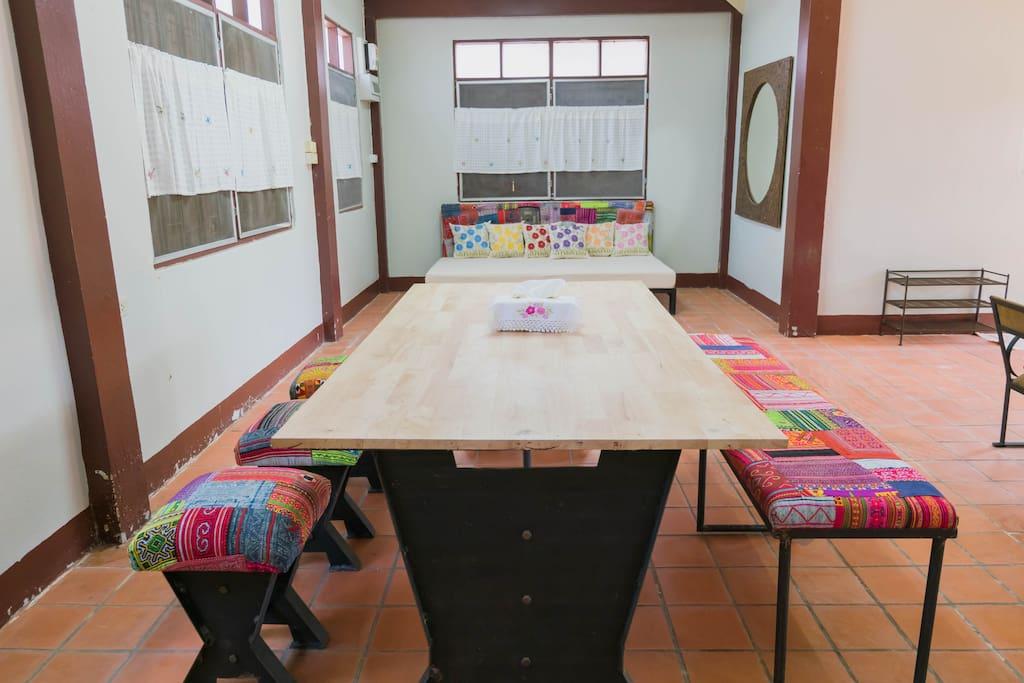 บ้านไทยหลังเก่า ตกแต่งใหม่เป็นที่พักสุดเก๋ พร้อมจัดสวนสวยหน้าบ้าน